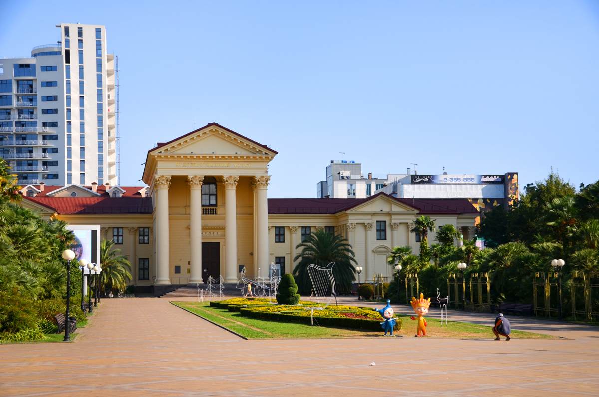 2. Сочинский художественный музей. Везде символы прошедшей олимпиады.