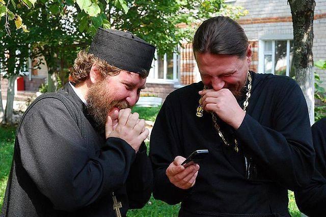Доброй ночью, священник смешная картинка