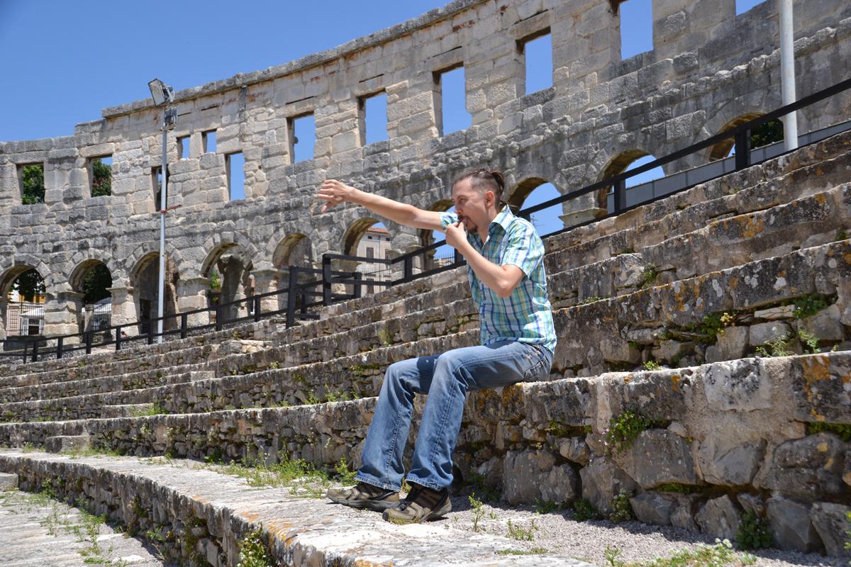 10. Так, наверное, в римской империи болели за гладиаторов древние римляне.